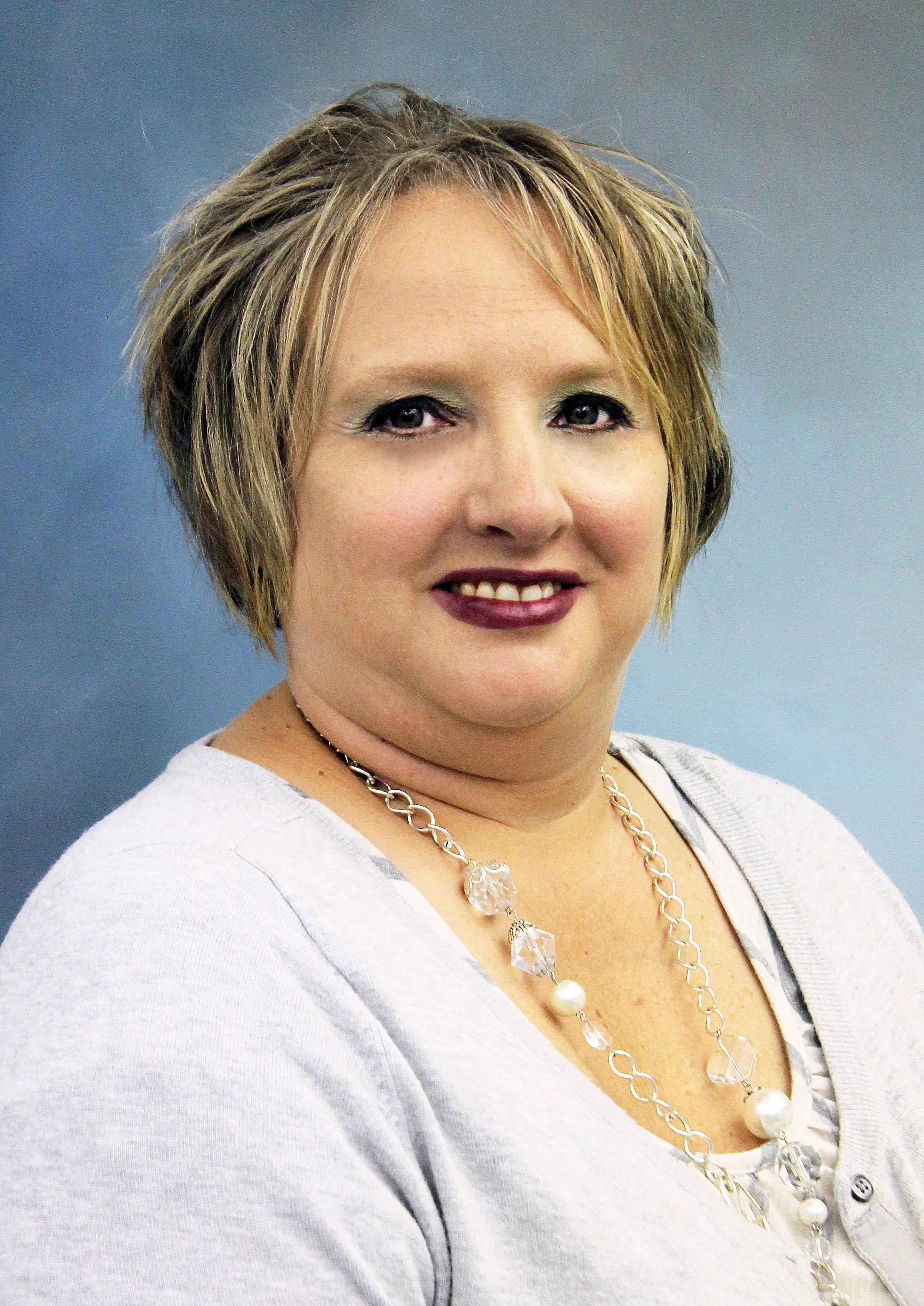 Lana Smith : Advertising Manager